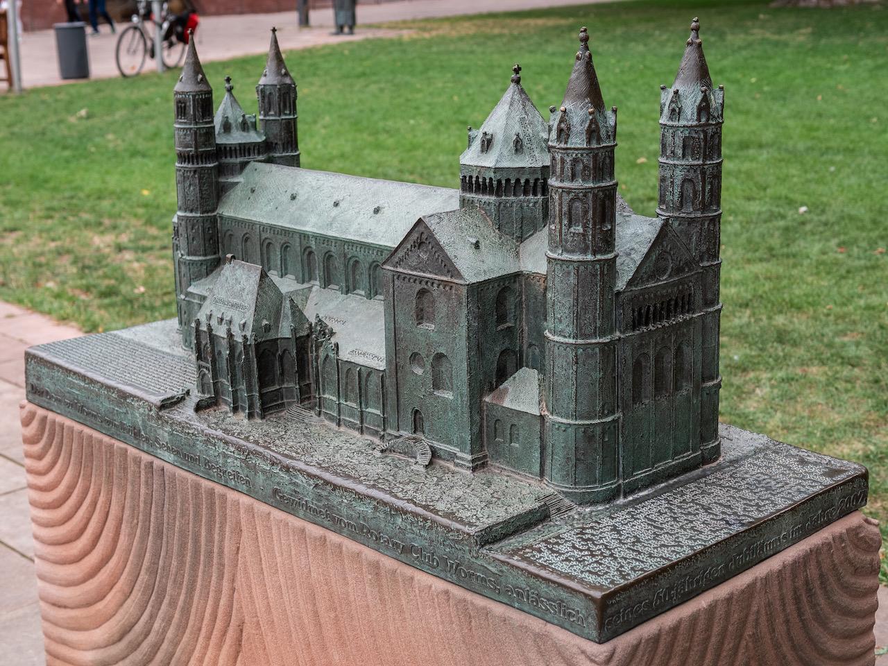 Bronzemodell des Doms