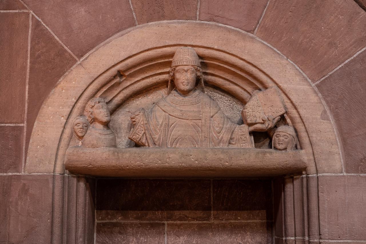 Nikolauskapelle, Tympanon mit Abbildung des hl. Nikolaus (um 1160)