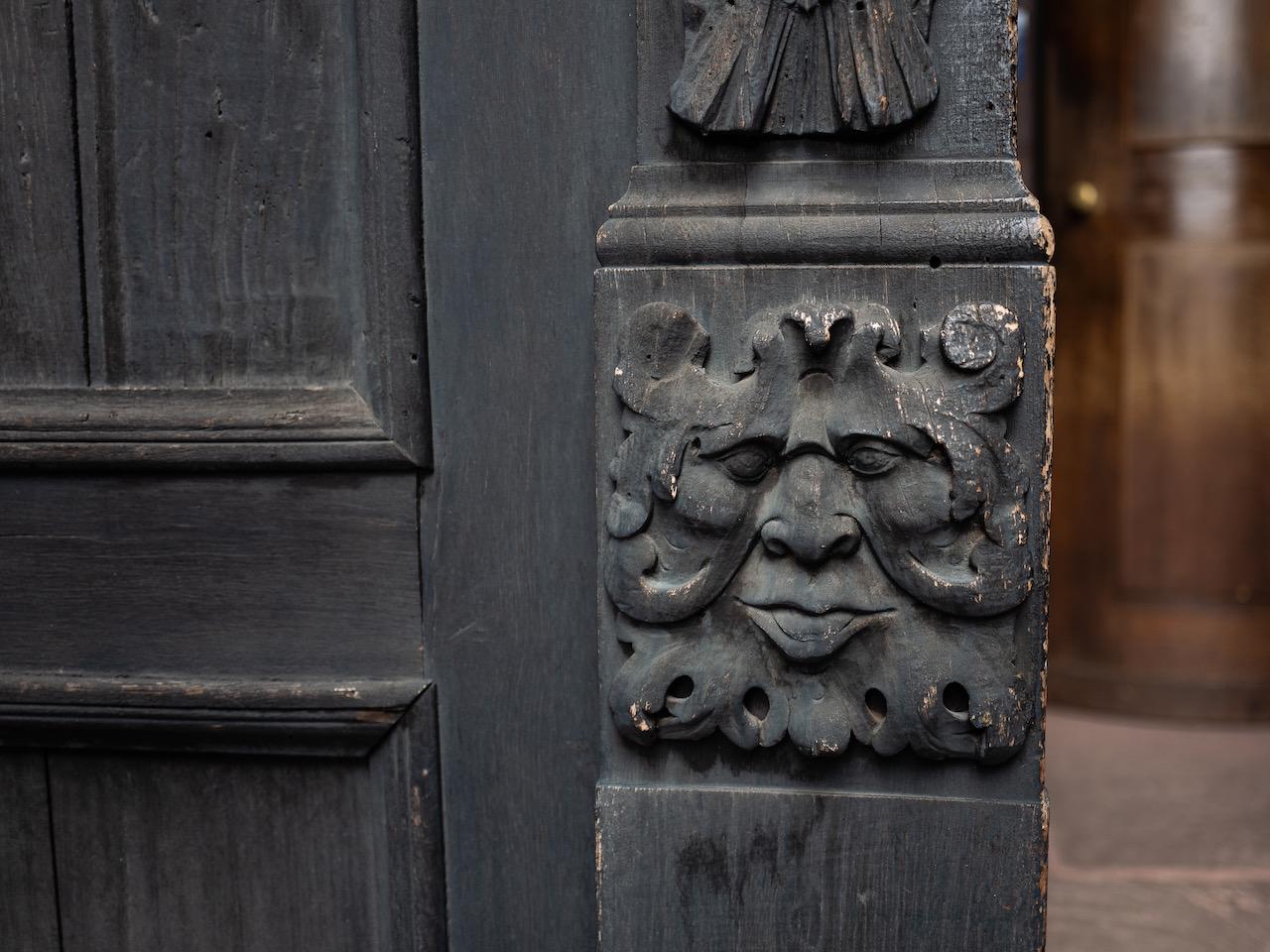 Südportal, Blattmaske am Türpfosten