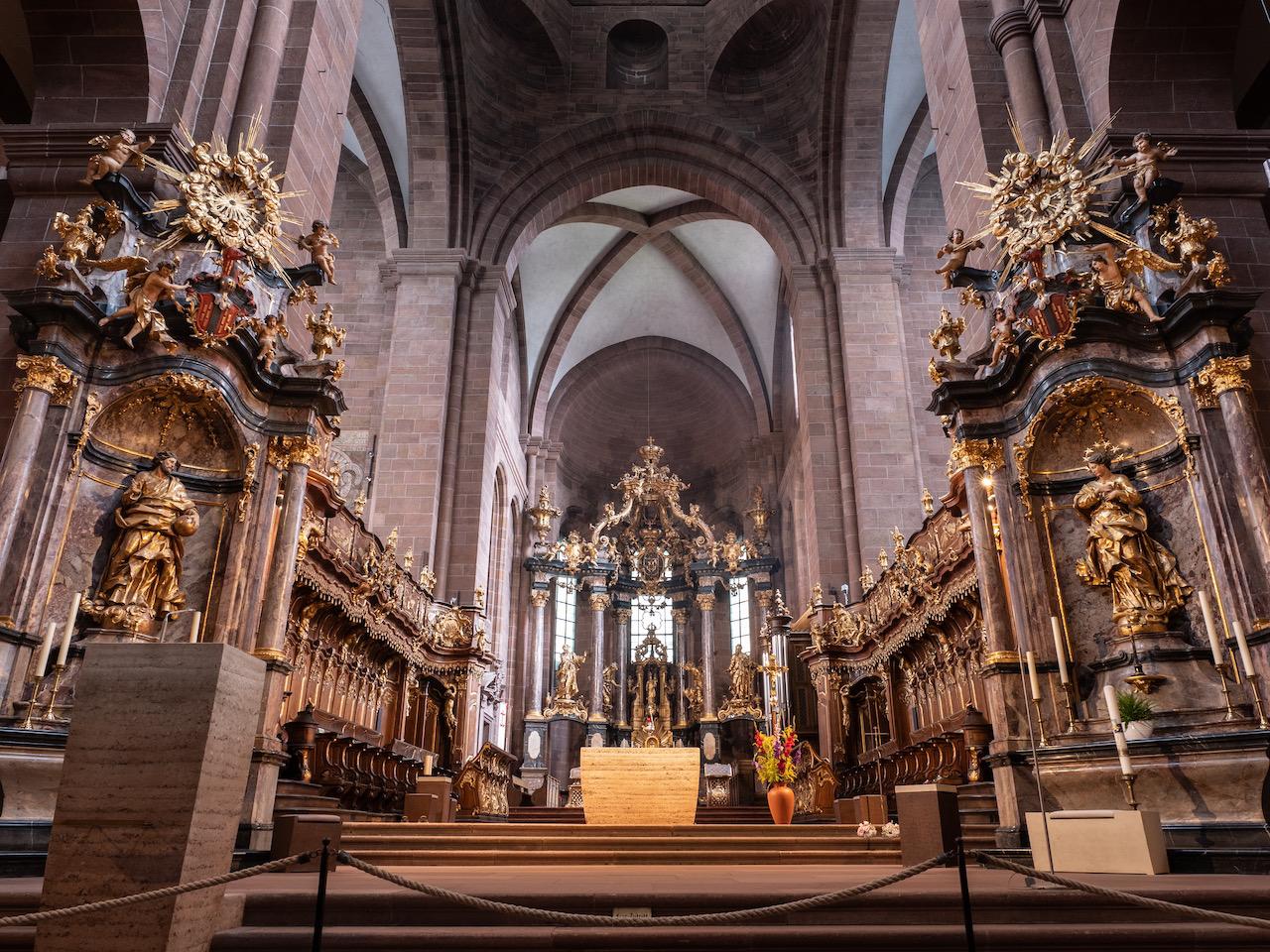 Altar in der Vierung (Anna Heringer, Martin Rauch, 2018)