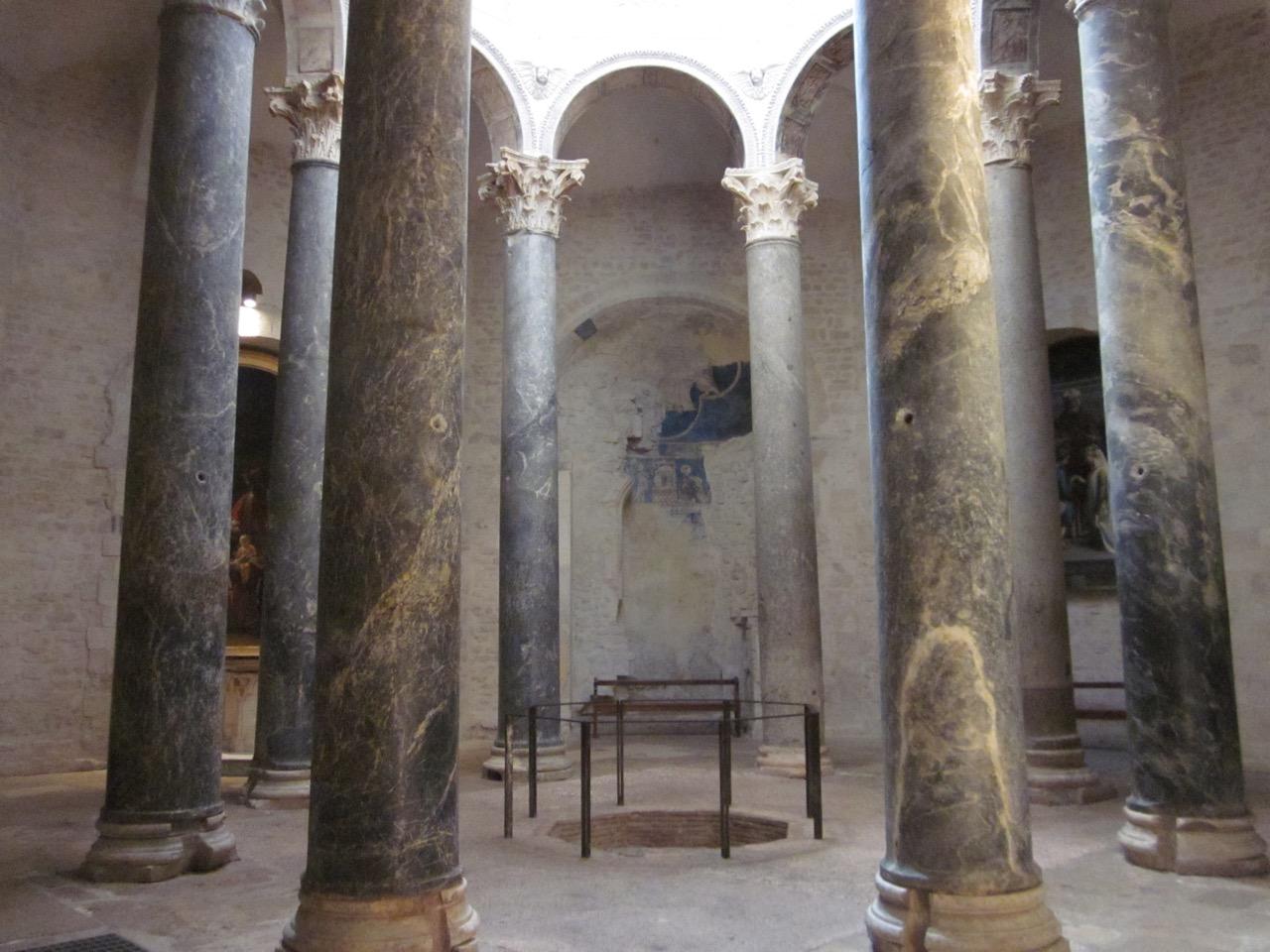 Baptisterium, Innenansicht