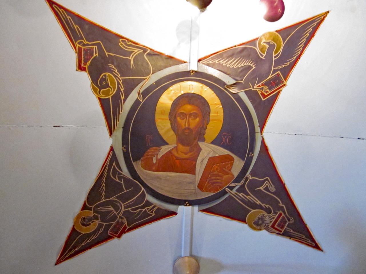 """<a href=""""https://www.visit-a-church.info/glossary#Pantokrator"""" target=""""_blank"""">Pantokrator</a> an der Saaldecke"""