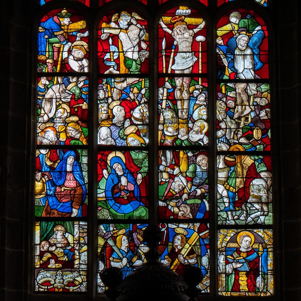 Chorfenster, Detail des Mittelfensters mit Kreuzigungsszene (1599)