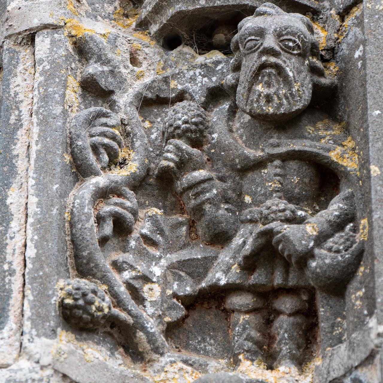Portal der Südvorhalle, Detail (Noah im Weinberg)