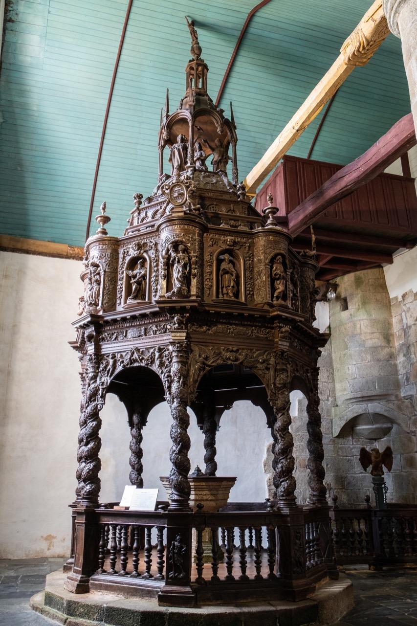 Taufkapelle mit Taufstein aus Granit (1675)