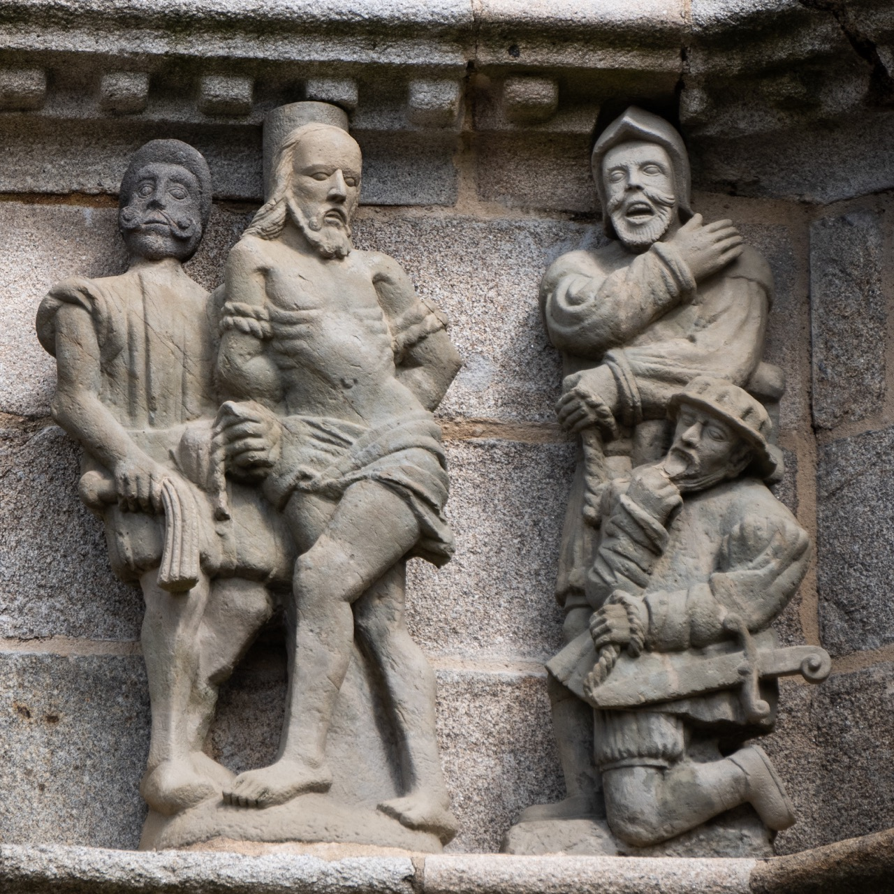 Calvaire, Detail der Westseite (Geißelung, Bastien und Henry Prigent, 1555)