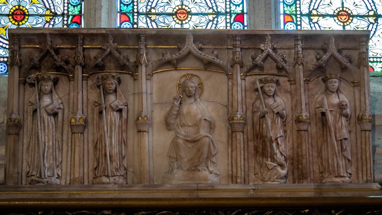 Engelskapelle, englisches Alabaster-Altarbild (15. Jh.) mit Christus und den vier Kardinaltugenden