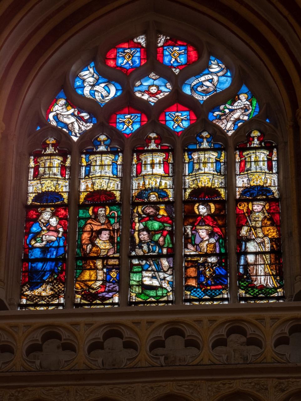 Obergadenfenster im Langhaus mit Personen aus Kerguelenen (Jamin Soyer, Ende 15. Jh.)