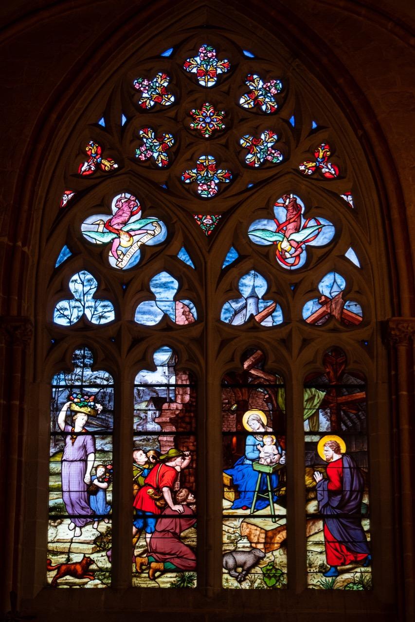 Apsiskapelle, Buntglasfenster mit Weihnachtsszene (Steinhel, 1868)