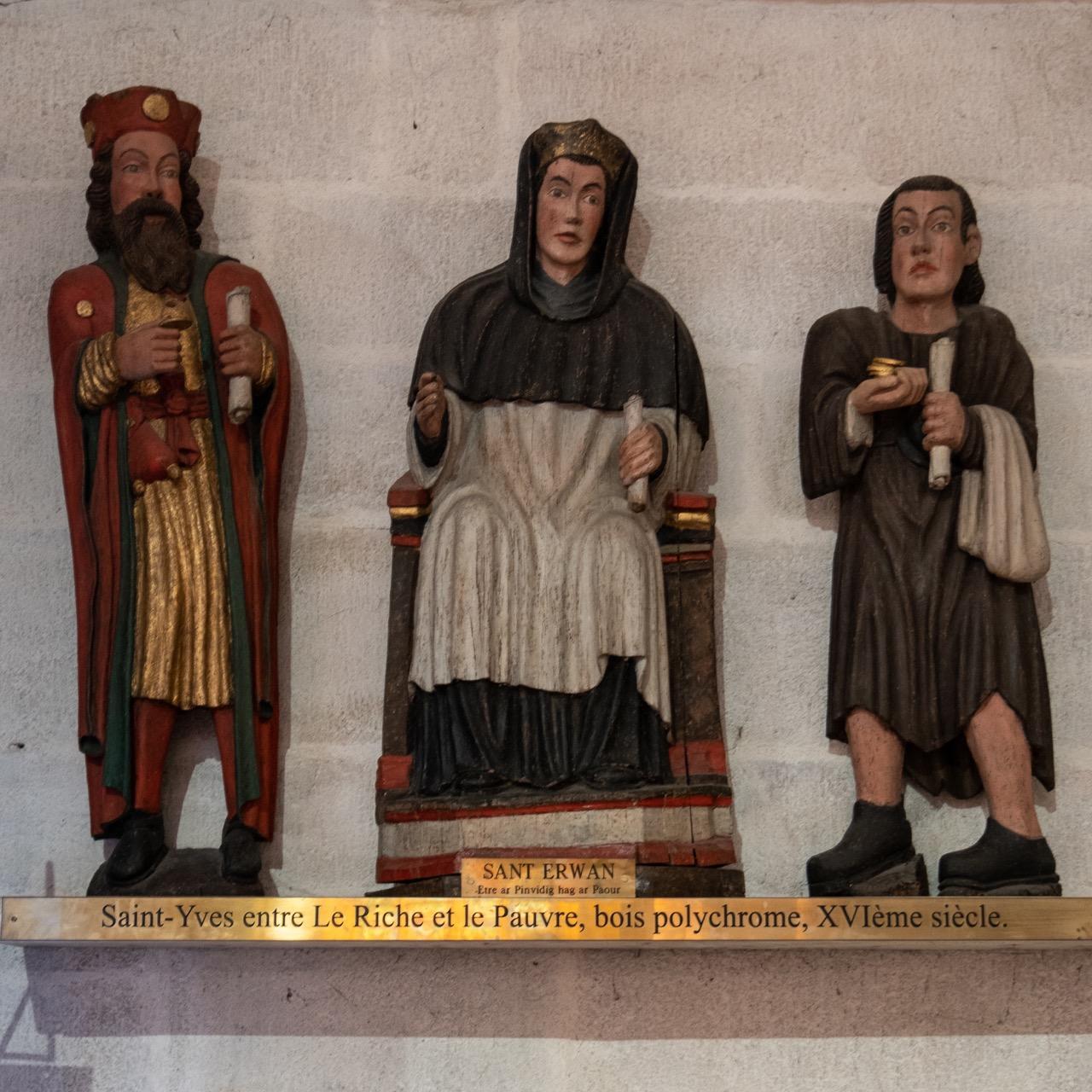 Statue des hl. Yves zwischen dem Reichen und dem Armen (16. Jh.)