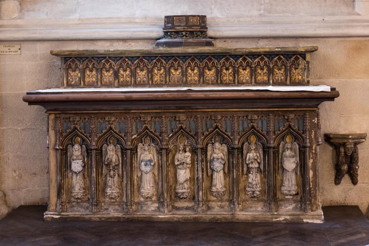 Rosenkranzkapelle, Altar (ehem. Gemeindealtar von Saint-Ronan)