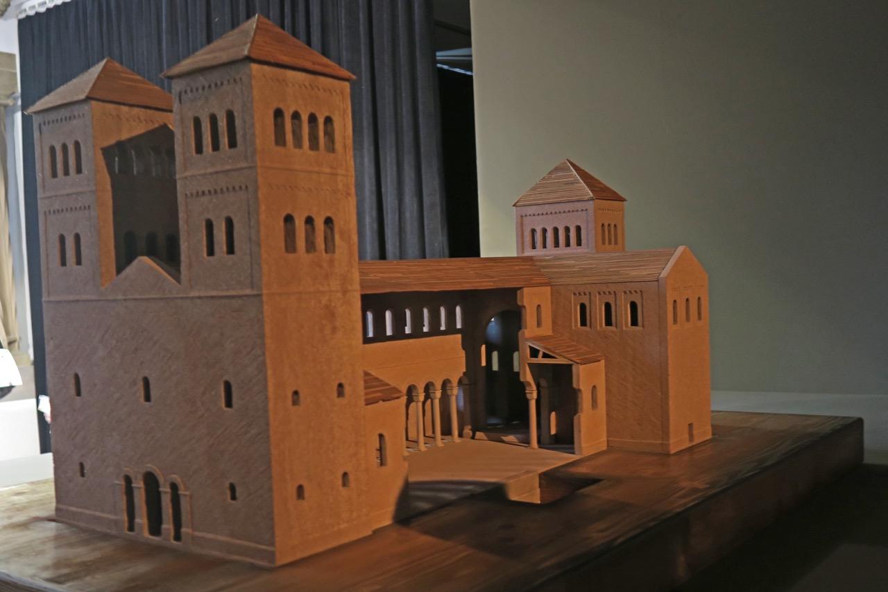 Museum: Modell der romanischen Vorgängerkirche