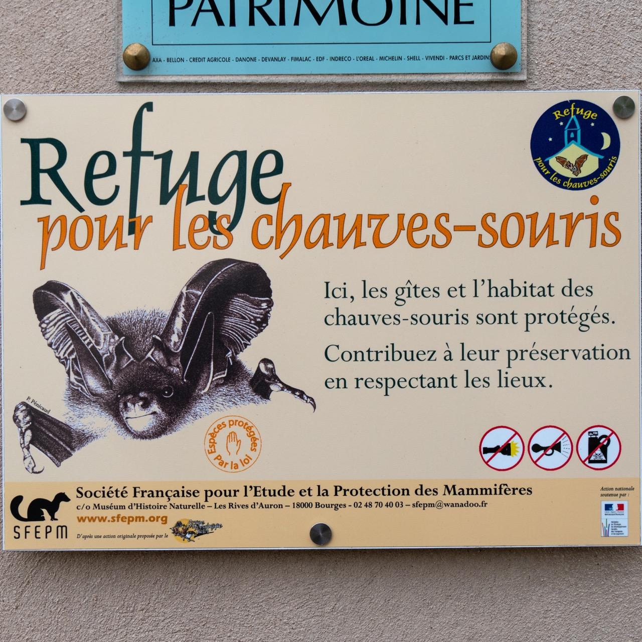 Plakette zum Ausweis der Kirche als Fledermaushabitat
