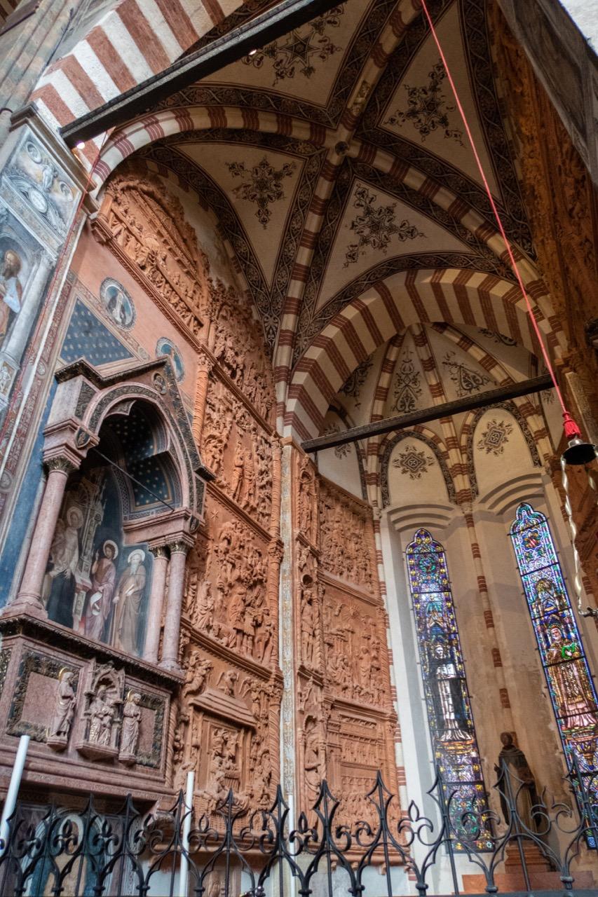 Pellegrini-Kapelle mit farbigen Terrakottafliesen (Michele da Firenze, 1435)