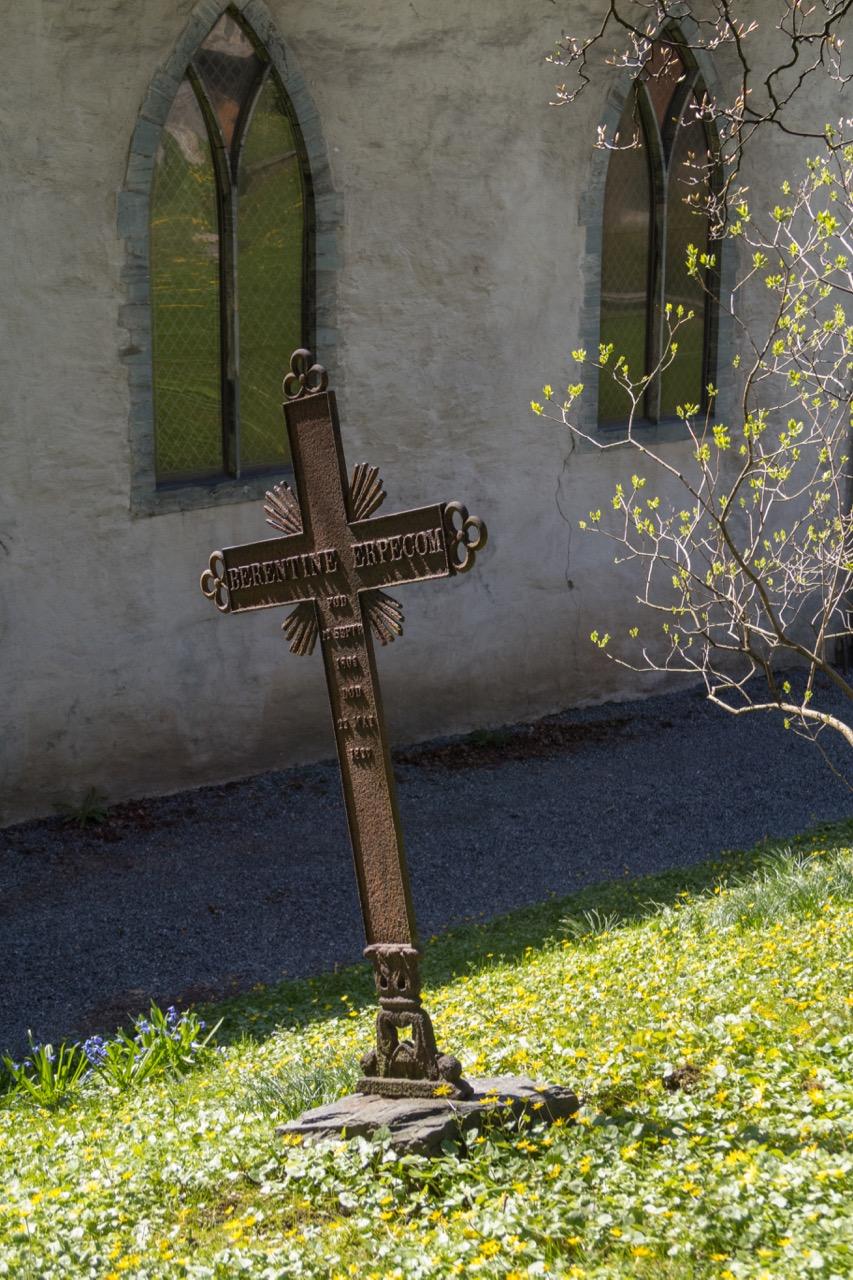 Grabkreuz auf dem Friedhof