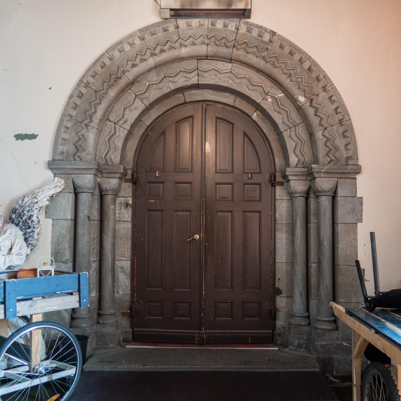 Portal Westseite von außen
