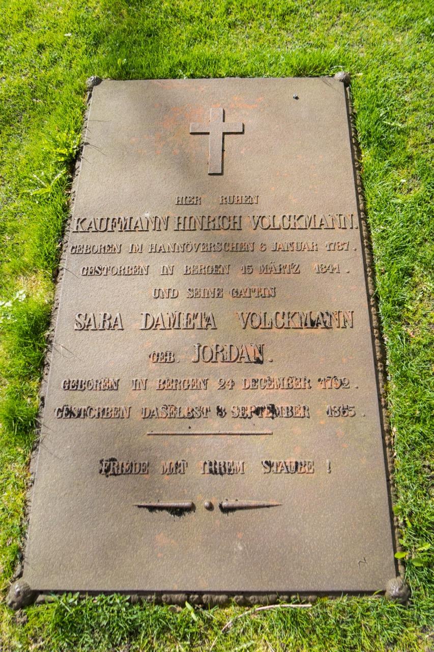 Grabplatte mit deutscher Inschrift