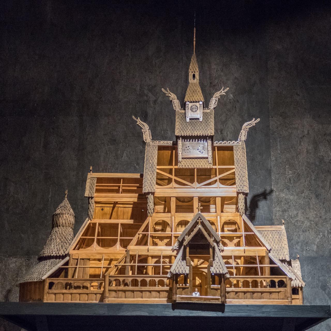 Modell der Stabkirche im Museum von Borgund