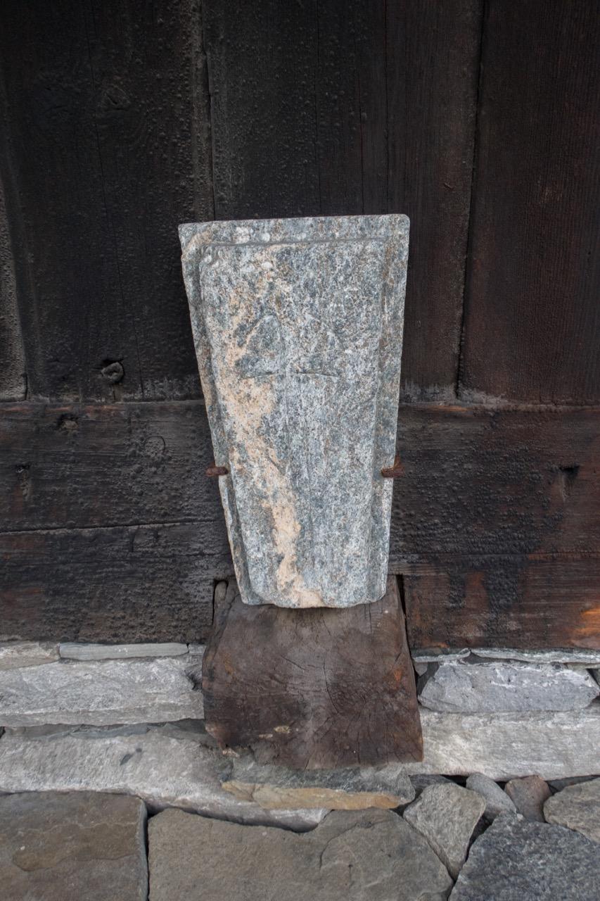 Rahmenkonstruktion und Weihekreuz