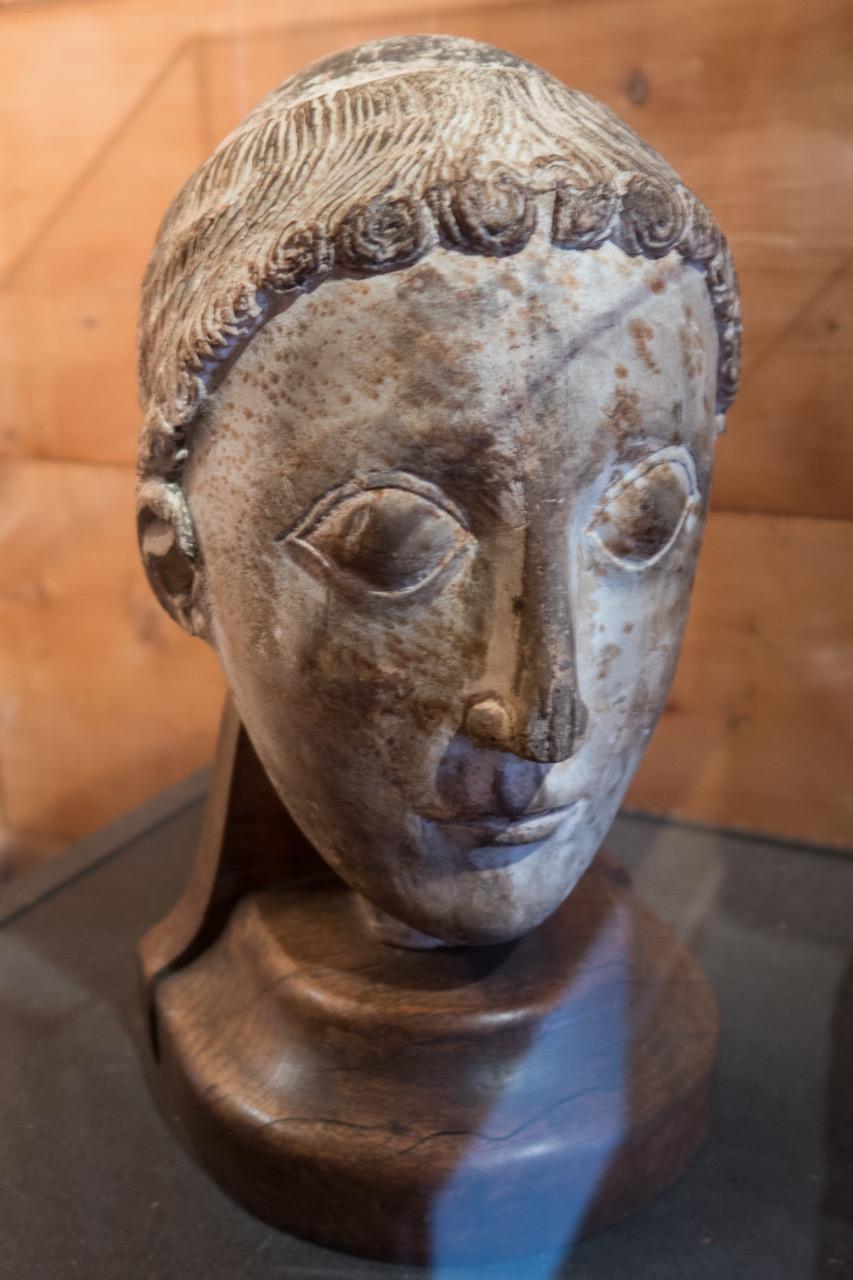 Deckelknopf des Taufbeckens im Museum von Urnes