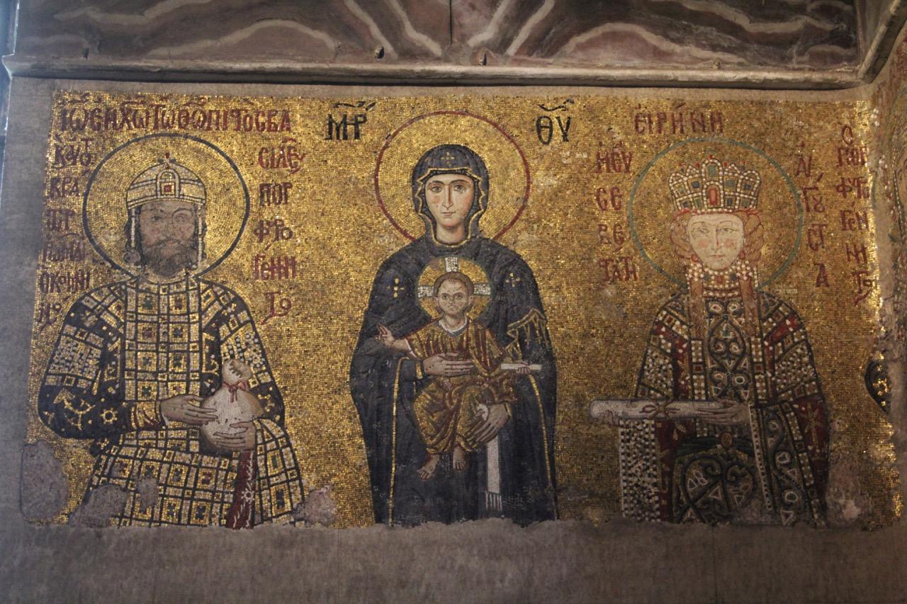 Mosaik der Gottesmutter, zu den Seiten Johannes II. Komnenos (1118–1143) und seine Gattin Irene