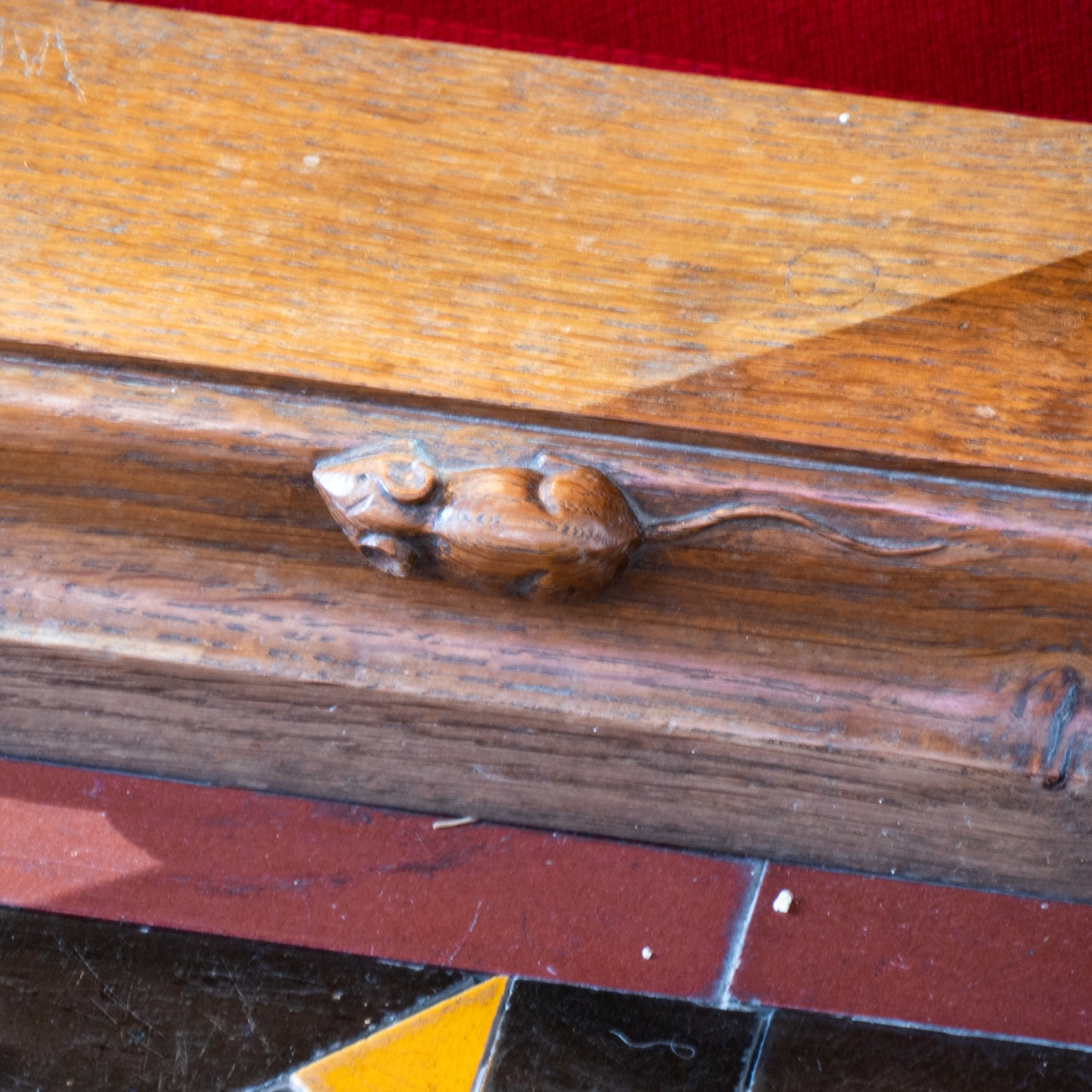 """Mouse carving on the altar rails (Robert """"Mousey"""" Thompson's trademark, 1960)"""