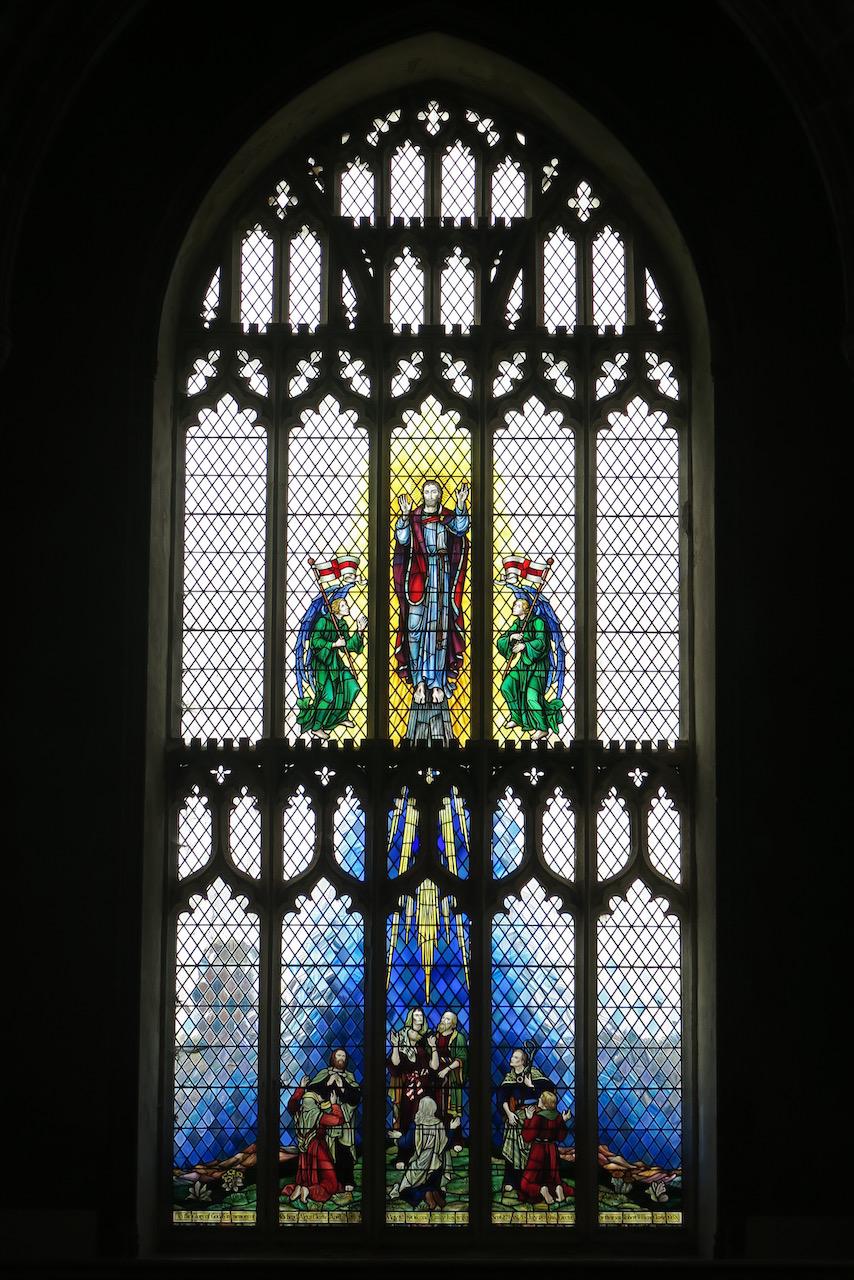 Buntglasfenster in der Westfassade mit Darstellung der Himmelfahrt Christi (1959)
