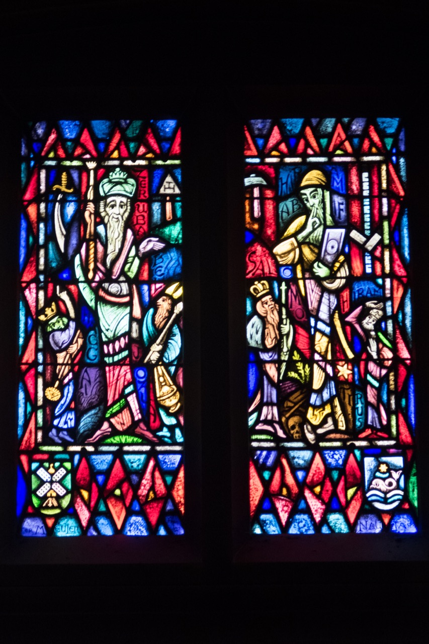 """Stained glass window """"Temple Builders"""" (Max Nauta)"""
