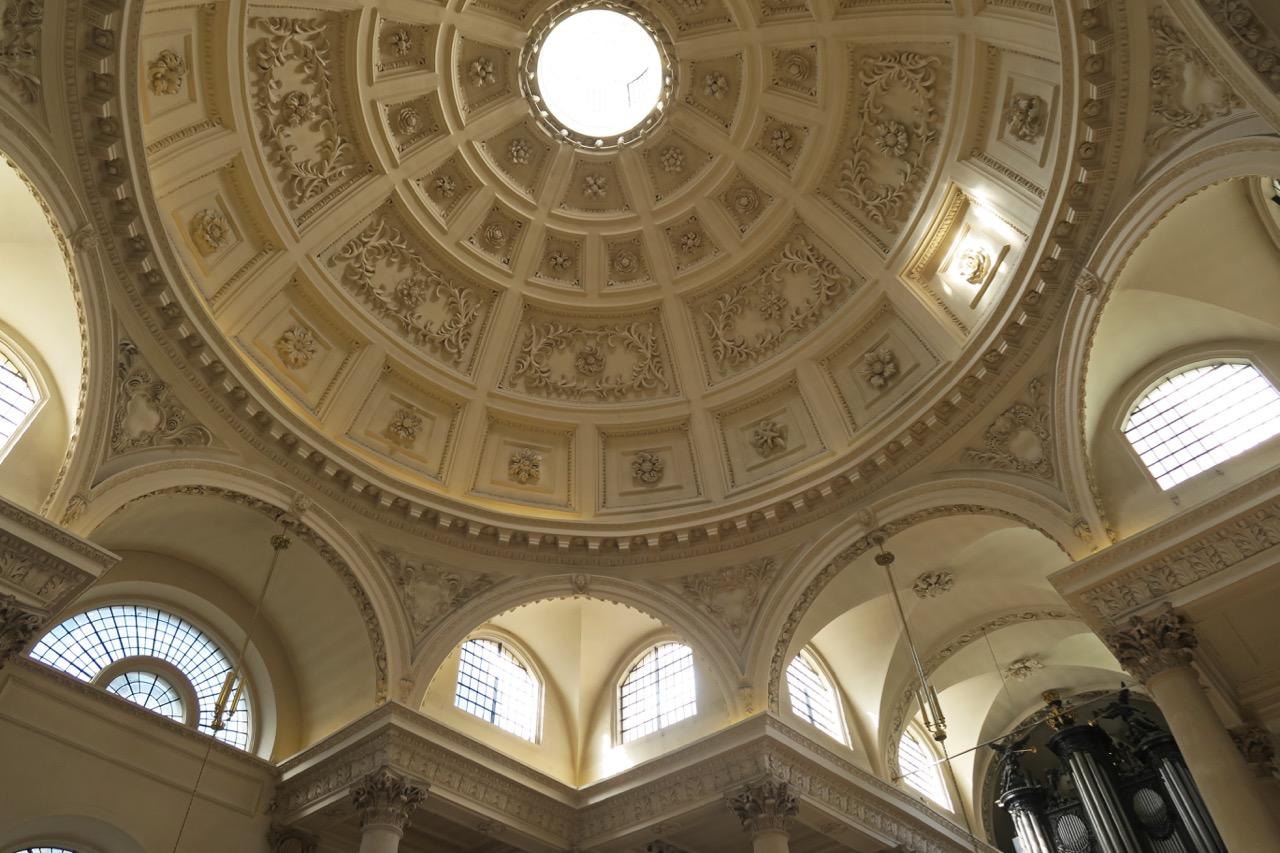 Kuppel auf acht halbkreisförmigen Bögen
