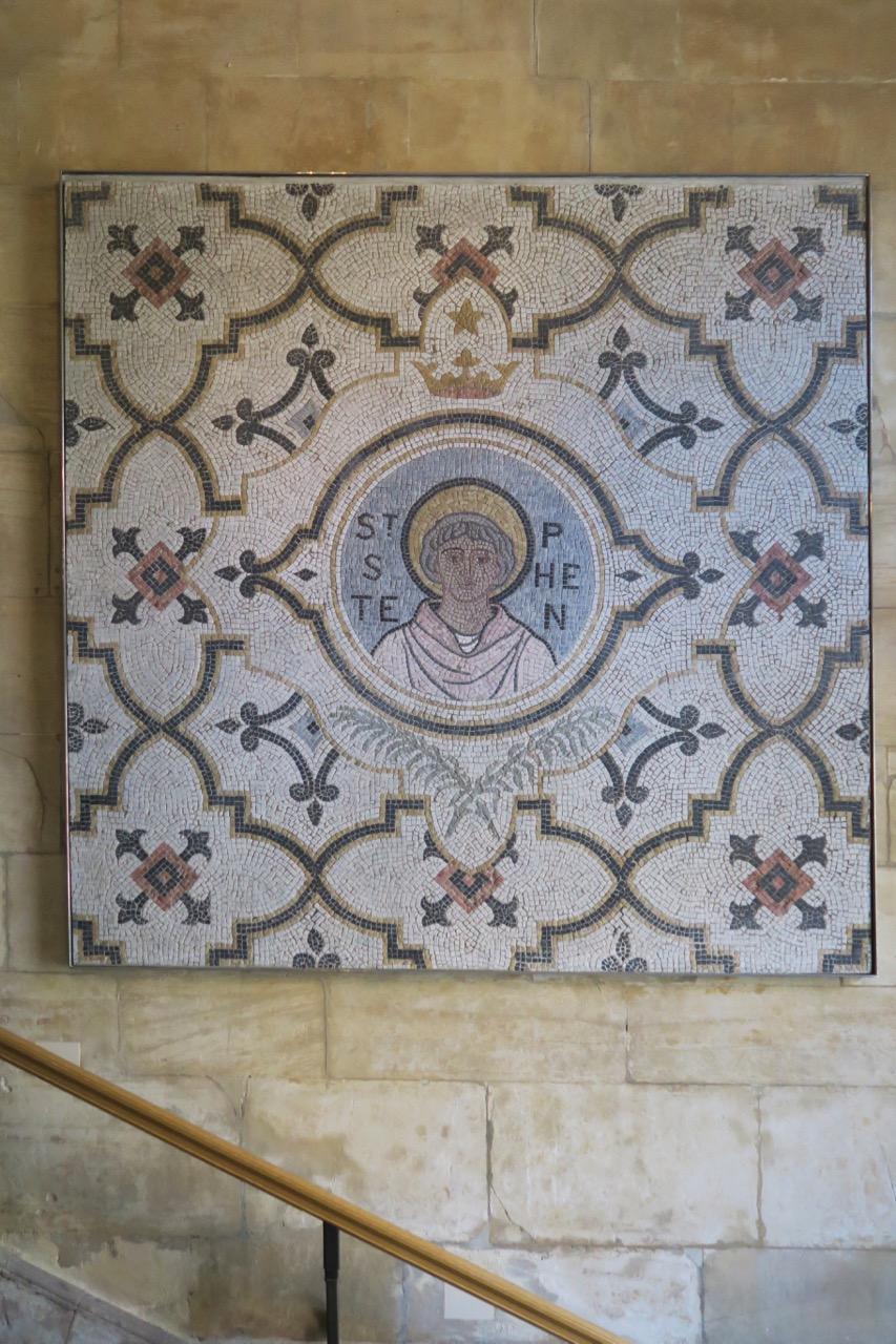 Mosaik des Hl. Stephanus in der Eingangshalle