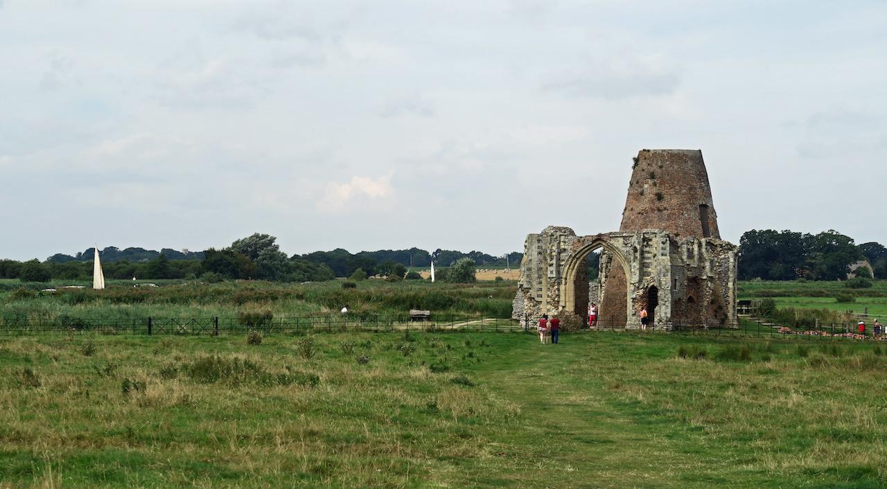 Blick über das Klostergelände von der Kirche zum Torhaus