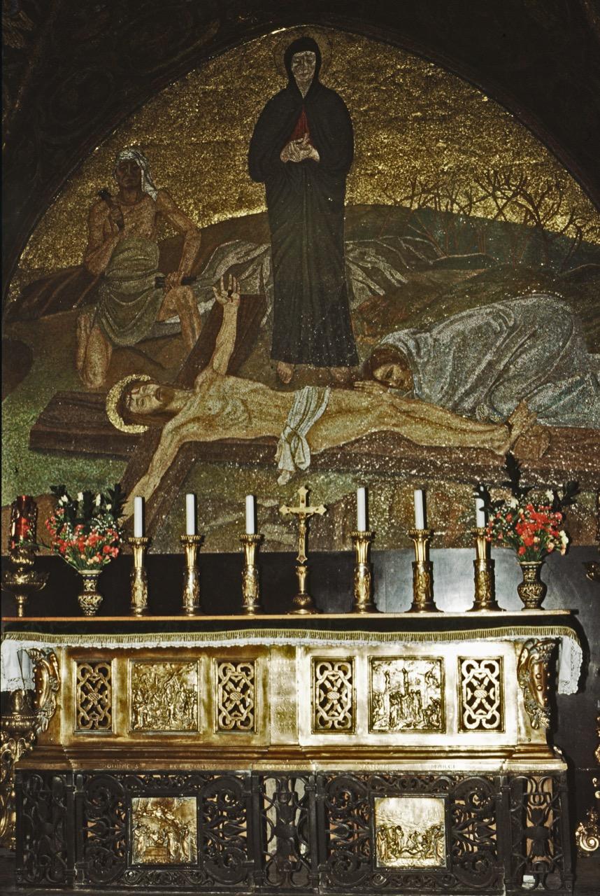 Kreuzannagelungsaltar auf dem Golgotahügel (röm.-kath.)
